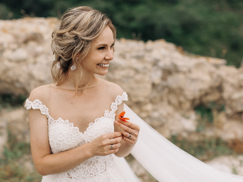 bride-with-flower